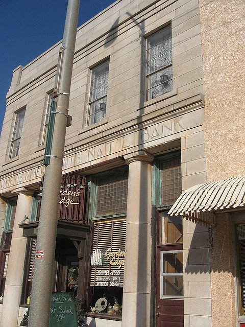 Exploring Oklahoma History: Farmers and Merchants National Bank